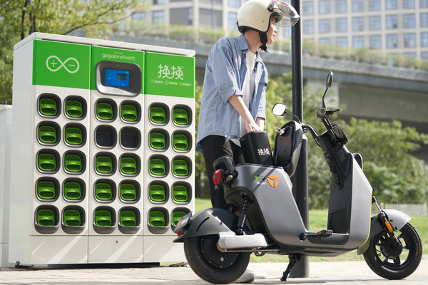 Yadea, the #1 electric two-wheel maker in the world, today unveiled two new Gogoro-powered vehicles that utilize Gogoro battery swapping that are available in Hangzhou today.