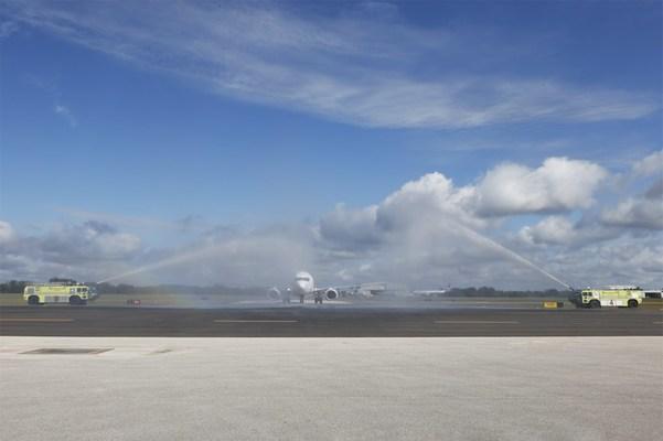 Swoop flight WO740 arriving at Sanford International Airport (CNW Group/Swoop)